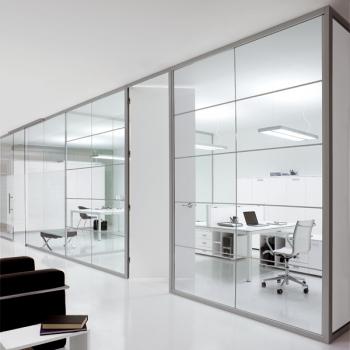 Arredamento ufficio SPAGNOL OFFICE parete divisoria vetro e alluminio a Verona.